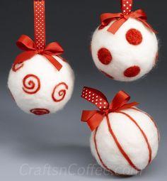 como fazer agulhas vermelho e branco enfeites de Natal de feltro