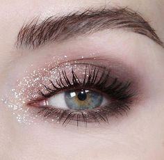 glitter in the inner corner of the eyes really makes them pop