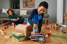 Zap! Add electricity to your other toys with littleBits Gizmos & Gadgets Kit? Count us in for a holiday gift. #littlebits @littlebits #ad