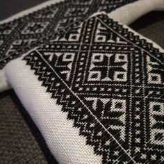#hobby #bunadsøm #bunad #svartsøm #svartsaum #hardangervinterbunad #smøyg #diy #tradisjon #tradition #brodering #broderi Embroidery Motifs, Cross Stitch Embroidery, Embroidery Designs, Diy Home Decor, Sewing Projects, Handmade, Inspiration, Jewelry, Dresses