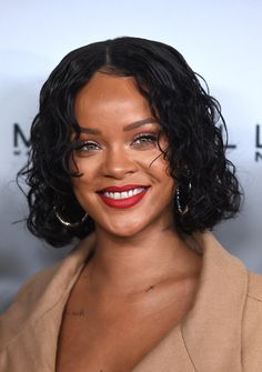 Rihanna Curled Out Bob - Rihanna sported a wet-look curled-out bob at the Parsons Benefit.