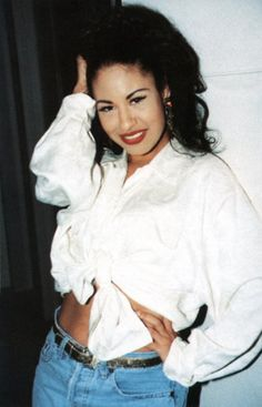 Selena Quintanilla-Perez La Reina Of Tejano Selena Quintanilla Perez, Selena Costume, Selena And Chris, Selena Selena, Jackson, Cinema, 90s Fashion, Role Models, Beautiful People