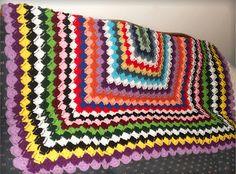 A humungeous quilt by Tina Beansleigh on http://beansiebabbles.blogspot.com/2012/03/stop-and-listen.html Wow, what an achievement!