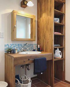 いいね!1,705件、コメント5件 ― tomioさん(@tomio_official)のInstagramアカウント: 「#トミオ #tomio #トミオマルシェ #千葉県 #千葉市 #注文住宅 #注文建築 #新築 #インテリア #リノベーション #リフォーム #雑貨 #インダストリアル #北欧 #家 #ブルックリン…」 Natural Interior, Double Vanity, My House, Toilet, Sweet Home, Woodworking, Living Room, Mirror, Bathroom