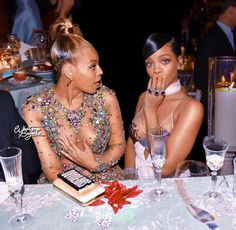 Bey and Rih sheer dresses Mode Rihanna, Rihanna Fenty, Estilo Beyonce, Beyonce Style, Destiny's Child, King B, Chica Fantasy, Style Africain, Ghana Braids