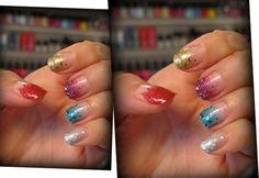 Unhas ousadas, multicoloridas e brilhantes? É Carnaval, você pode!