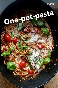 Alt i ett-gryte One Pot Pasta, Japchae, Paella, Bacon, Food And Drink, Dinner, Ethnic Recipes, God, Dining