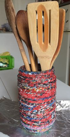 portamestoli ricoperto con filo di carta riciclata
