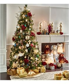 Do you dream of transforming your cocoon into a miniature Christmas village? We give you all the tips to choose the size of your Christmas tree according to the place you reserve for it, its price and its decorative look! Christmas Tree Inspiration, Christmas Tree Themes, Christmas Traditions, Christmas Home, Christmas Tree Decorations, Christmas Wreaths, Holiday Decor, Magical Christmas, Home