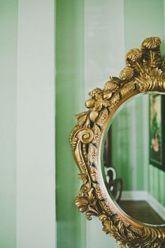 A beautiful antique mirror would be perfect for my tiny bathroom, a real statement piece. Vintage Mirrors, Vintage Frames, Vintage Frame Tattoo, Framed Tattoo, Mirror 3, Building A Tiny House, Antique Fairs, Beautiful Mirrors, Through The Looking Glass