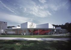 "JA+U : 21st Century Museum of Contemporary Art, Kanazawa by SANAA ""Hisao Suzuki: Documenting Buildings and Their Environment - conversation with Ryue Nishizawa and Hisao Suzuki"" © Hisao Suzuki"