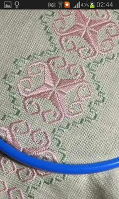 This Pin was discovered by Kar Hardanger Embroidery, Ribbon Embroidery, Cross Stitch Embroidery, Embroidery Patterns, Cross Stitch Borders, Cross Stitch Designs, Cross Stitch Patterns, Palacio Bargello, Cross Stitch Material