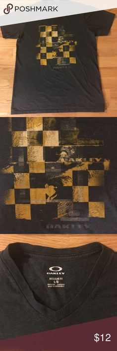 Oakley men's t-shirt. Men's Oakley large v-neck t-shirt. Oakley Shirts Tees - Short Sleeve