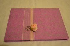 QUADERNO: Prodotto fatto completamente a mano. Quaderno con copertina di carta velina lavorata e decorata con nastri d'organza sormontati da un batuffolo di rosa.