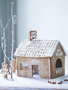 Would love to bake this Gingerbread House with my little girl during the Christmas holidays! Natural Christmas, Christmas Love, Christmas Baking, All Things Christmas, Winter Christmas, Christmas Crafts, Christmas Decorations, Christmas Sweets, Vintage Christmas