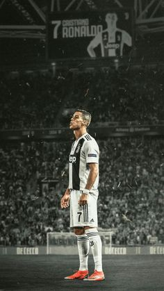Cristiano Ronaldo w pierwszym sezonie gry dla Juventusu Cristiano Ronaldo 7, Christano Ronaldo, Cristiano Ronaldo Goals, Cristiano Ronaldo Wallpapers, Ronaldo Football, Football Football, College Football, Juventus Fc, Football Memes