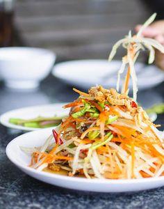 Salade à la vietnamienne Raw Food Recipes, Asian Recipes, Vegetarian Recipes, Chicken Recipes, Healthy Recipes, Healthy Food, Healthy Chicken, Easy Recipes, Prep & Cook