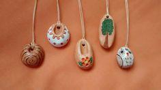 Pingentes em cerâmica.