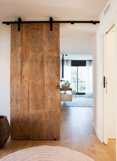 Wood Barn Door, Barn Door Closet, Barn Door Designs, Roller Doors, Modern Door, Sliding Doors, House Design, Ramen, Architecture
