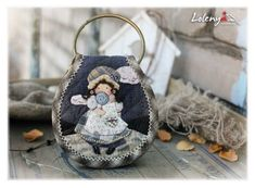 퀼트 키링 커버 패턴 : 네이버 블로그 Key Bag, Key Pouch, Quilting Projects, Sewing Projects, Japanese Patchwork, Frame Purse, Key Covers, Sewing Appliques, Penny Rugs