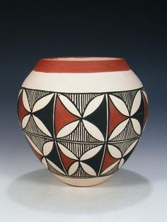 Traditional Acoma pottery is made using a slate-like clay found within the hills surrounding the Pueblo. Watercolor Paintings Abstract, Dot Art Painting, Ceramic Painting, Ceramic Art, Painting Tips, Painted Gourds, Painted Pots, Pottery Painting Designs, Pottery Art