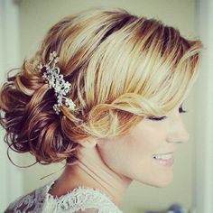 Love this wedding up do! Possible idea for my wedding!