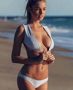 Hot braless women. (15)