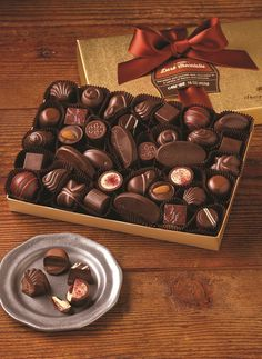 Send chocolate gift in all over the Australia. We have very special service. You can send Jar and Chocolate gift box in Sydney and any place of Australia. Chocolate Shapes, Molten Chocolate, Chocolate Muffins, Love Chocolate, Chocolate Lovers, Chocolate Recipes, Chocolate Gift Boxes, Easter Chocolate, Gourmet Food Gifts