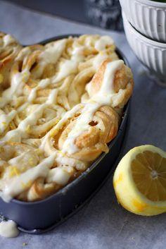 Sitruunakierrepullat // Lemon Buns Food & Style Annamaria Niemelä, Lunni leipoo Photo Annamaria Niemelä www.maku.fi