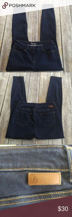 Boden dark wash skinny jeans sz 10R Boden dark wash skinny jeans  Size 10R  Very good preowned condition, light wash wear Approx measurements waist 15, inseam 28 Thanks for looking! Boden Jeans Skinny