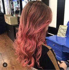 Por que usar uma só cor no cabelo a vida toda se a gente pode usar várias? 😃 A verdade é que curtimos muito fazer essas transformações de cor com vocês, afinal o importante é ser feliz! 🙏🏻 Trabalho maravilhoso da equipe da @tayllabelarmina do Circus Pamplona ✂️🎪 #circushair #circus #circuspamplona #colorhair #colornocircus #cabeloscoloridos #pinkhair