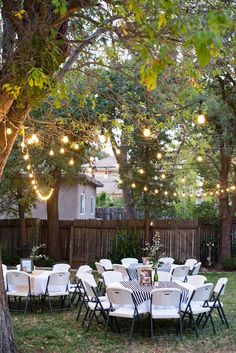 15 Awesome Outdoor Graduation Party Ideas - Oh My Creative This backyard party lighting strung in th Outdoor Graduation Parties, Backyard Birthday Parties, 70th Birthday Parties, Outdoor Parties, Grad Parties, Birthday Ideas, Outdoor Party Decor, 21st Birthday, Summer Backyard Parties