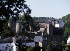 Castle Monschau - A journey into the past: The setting at Burg Monschau Youth Hostel takes its guests back to the times of the knights and great lords in their castles. Excursions into the Hohes Venn,to Lake Rursee, to Aachenor Belgium, provide quite individual leisure time possibilities, particularly for families and leisure groups. Or just enjoy the unique view on the idyllic old town of Monschau with its winding medieval alleys!