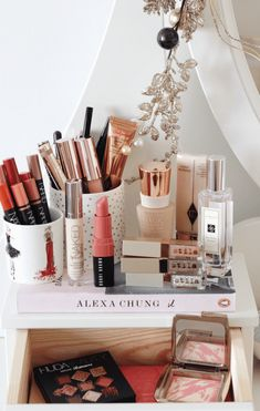 My Beauty Routine For Special Occasions Makeup Storage, Makeup Organization, Beauty Soap, Beauty Makeup, My Beauty Routine, Skin Routine, Happy Skin, French Beauty, Kiss Makeup