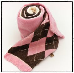 this scarf reminds me of ice cream... and that's what I need right now ;)