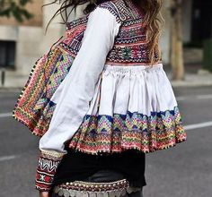 love the embroidery and boho feel of this jacket Look Boho, Bohemian Style, Boho Chic, Estilo Hippie, Hippie Chic, Passion For Fashion, Love Fashion, Womens Fashion, Fall Outfits
