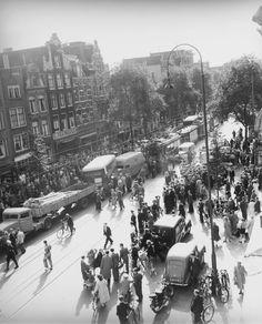 Verkeersongeval, kettingbotsing van auto's en trams op de Rozengracht, Amsterdam, 14 september 1951. Foto: Ben van Meerendonk / AHF, collectie IISG, Amsterdam