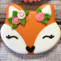 heyyyy foxy lady . . . . . #fox #foxcookie #sugarcookie #royalicing #glaze #flowercrown