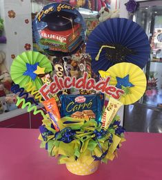 Liquor Bouquet, Gift Bouquet, Candy Bouquet, Balloon Bouquet, Balloon Basket, Balloon Gift, Creative Crafts, Diy And Crafts, Paper Crafts