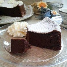 Chocolate Mousse Cake,una meravigliosa e strabuonissima torta al cioccolato senza farina che si scioglie in bocca.