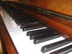 Il pianoforte verticale, la tastiera – The upright piano, the keyboard   Dada's dollhouse
