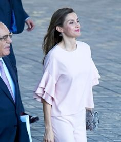 For Board meeting of Foundation for Aid against Drug Addiction Queen Letizia chose a very trendy and chic look. She chose to return to the home lable Zara and wore two of the most noticeable feats of 2017. And the stylish 44-year old Spanish Queen definitely carried it with success.  http://www.regalfille.com/2017/7/letizia-rocked-zara-trend.php  TOUS earrings