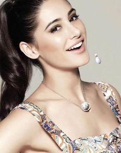Nargis fakhri sexy smile