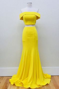Looking for custom made mermaid prom dresses online ? Shop two piece mermaid prom dresses, formal evening gowns at SheerGirl. Long lace mermaid prom dresses or mermaid evening ball gowns in any color. Pageant Dresses For Teens, 2 Piece Homecoming Dresses, Elegant Bridesmaid Dresses, Prom Dresses Online, Formal Dresses, Dress Prom, Yellow Prom Dresses, Yellow Dress Wedding, Yellow Gown