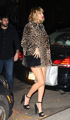 November 7 - Heading to Lorde's birthday party at Carbone in New York City, New York - 003 - Taylor Swift Web Photo Gallery Taylor Swift Legs, All About Taylor Swift, Taylor Swift Style, Taylor Alison Swift, Live Taylor, Taylor Swift Gallery, Taylor Swift Pictures, Ethel Kennedy, Girl Celebrities
