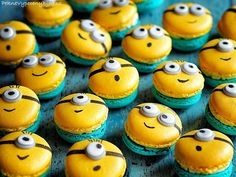 Mini Desserts For Parties Bite Size Macaroon Cake, Macaron Cookies, Macaroon Recipes, Mini Desserts, Delicious Desserts, Cute Cakes, Yummy Cakes, Minion Party Food, Minions