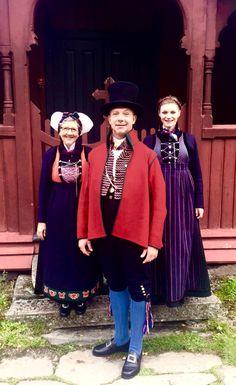 Rekonstruerte bunader frå Sogn Folk Costume, Costumes, Hardanger Embroidery, Bridal Crown, Belly Dance, Norway, Folk Clothing, Luster, Families
