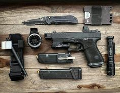Bug Out Gear, Man Gear, Edc Tactical, Everyday Carry Gear, Mens Toys, Edc Tools, Gadgets, Guns And Ammo, Survival Prepping