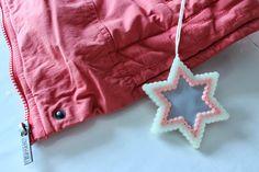 Hama heijastin. Hama safety reflector. Peyote Beading, Safety, Arts And Crafts, Christmas Ornaments, Beads, Holiday Decor, Hama, Security Guard, Xmas Ornaments