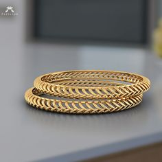 gold bracelets for ladies Gold Ring Designs, Gold Bangles Design, Gold Jewellery Design, Diamond Jewellery, Gold Rings Jewelry, Jewelry Stand, Quartz Jewelry, Jewelry Holder, Jewelry Sets